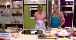 Paco de Haro (enfermero) cocina cuidando